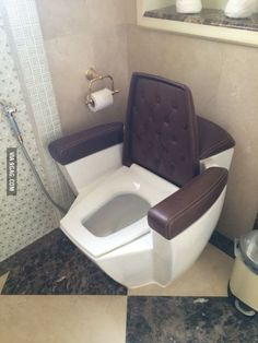 With such comfortable toilet, I can bet my husband will take a very long time in bathroom. Dream Bathrooms, Bathroom Interior, Home Interior Design, Furniture Design, Bedroom Decor, Living Room, Home Decor, Toilet Cost, Funny Pictures