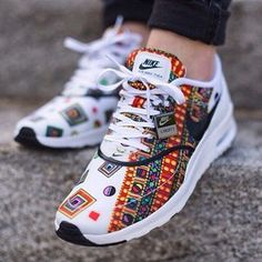 Think you are a trendy chick? Seen these Nike air max sneakers? We all know Nike can never go wrong when it comes to classic pair of sneakers, the designs and technologies are breathtaking, the h. Cute Shoes, Me Too Shoes, Women's Shoes, Shoe Boots, Shoes Sneakers, Roshe Shoes, Shoes 2016, Sneakers Design, Trendy Shoes