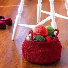 """Make a unique picnic basket or carry-all with this free crochet pattern  from """"Uncommon Crochet."""""""