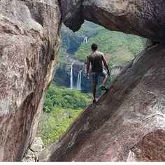 📍Mirante da janela, Chapada dos Veadeiros - GO 🇧🇷 . 📷 Foto de @angelogomes1 . 👉 Siga @dosesdeviagem e compartilhe sua viagem com a gente!  Vale usar nossa #, marcar a gnt no post, mandar direct, enviar pombo correio...😂 😎 . #dosesdeviagem #br #wanderlust #brasil # brazil #chapada #blogdeviagem #dicasdeviagem #viagem #turismo #viajar #viagemeturismo #viagens #viajarfazbem #amoviajar #viaje #instatravel #travel #travelgram #travelphoto #travelblogger #ilovetravel #travelblog…