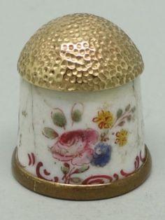 Bilson Enamels. Inglaterra. Circa 1760. Bronce esmaltado. Thimble-Dedal-Fingerhut.