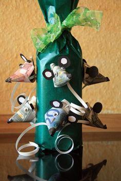Geldgeschenke zum Geburtstag – Flaschen Geschenk. Geldgeschenke selber machen - Money Gifts. Diese tolle Idee braucht zwar etwas Zeit zum basteln - aber sie lohnt sich. Geld als Mäuseköpfe falten und mit Tonpapier zur Maus gestalten. Frantasiaaa Bastelblog