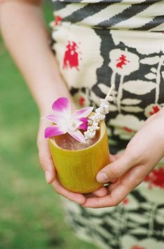 Wedding guests sipped iced cocktails garnished with fuchsia orchids and seashell-embellished straws. #cocktaildrinks #cocktailhour Photography: Steve Steinhardt. Read More: http://www.insideweddings.com/weddings/tropical-romantic-destination-wedding-in-hawaii/397/