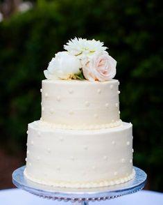Gothic Wedding Cake, Elegant Wedding Cakes, Engagement Cakes, Vintage Engagement Rings, Indoor Wedding Receptions, Buttercream Wedding Cake, Wedding Wishes, Vanilla Cake, Simple