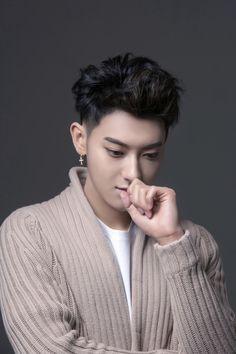 How the heck is this man so good looking plz stop Chanyeol, Tao Exo, Exo K, Kyungsoo, 2ne1, K Pop, Got7, Rapper, Huang Zi Tao