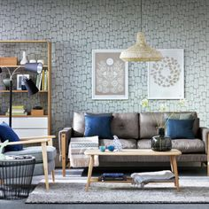 Love the wall paper and the pops of color - CAB 79 Stylish Mid-Century Living Room Design Ideas Mid Century Modern Living Room, Mid Century Modern Furniture, Mid Century Modern Design, Casual Living Rooms, My Living Room, Living Room Decor, Décoration Mid Century, Mid Century Decor, Salon Mid-century