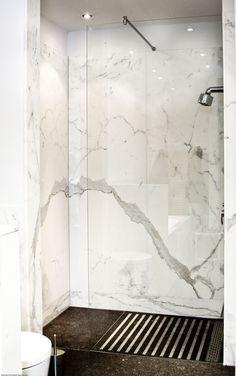 Natuurstenen badkamer in marmer | Schulz Natuursteenspecialist | OBLY.com inspiratieplatform & blogazine luxe wonen Interior Inspiration, Bathroom, House, Tiles, Flats, White People, Washroom, Home, Full Bath