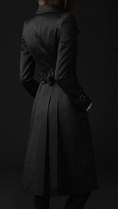 Burberry - COTTON SATEEN TRENCH COAT ...Oh. My. Girsh. I. Want. That. Trench...Seriously. *fangirls over trenches* Gosh, I need a good classic, timeless, stylish trench.