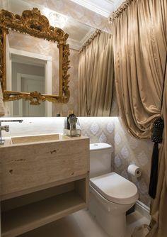 Construindo Minha Casa Clean: 15 Espelhos Sobrepostos na Decoração - Veja Dicas de Como Usar! Bathroom Shelves, Small Bathroom, Bathroom Vanities, Parisian Bathroom, Corner Bathtub, Powder Room, House Design, Mirror, Casa Clean