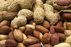 Informação Nutricional - Amendoim in natura. Porção, calorias, gorduras totais, saturadas, trans, colesterol, sódio, carboidratos, fibras, açúcar, proteínas