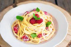 Букатини со сливочным соусом и малиной + 20 вкуснейших видов пасты http://kleinburd.ru/news/bukatini-so-slivochnym-sousom-i-malinoj-20-vkusnejshix-vidov-pasty/  Внимание: перекусите перед тем, как просматривать этот пост — возможно, эти фото заставят ваш желудок жалобно молить о еде. Паста — основа традиционной итальянской кухни и одно из самых популярных блюд в мире. Пасту делают из пресного теста на пшеничной муке, и она бывает самых разных форм, размеров, цветов и наименований. Самые…