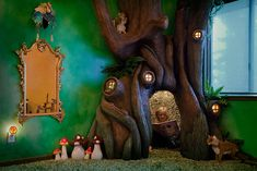 Incredible: Father builds a tree in his daughter's bedroom. Wonderful whimsical fairy tree with butterflies, birds, fairy lights. Very magical and realistic looking forest tree, what an amazing kid's room. Complete with reading nook Fairytale Bedroom, Fairytale House, Fantasy Bedroom, Tree Bedroom, Bed Room, Enchanted Tree, Building A Treehouse, Secret Hideaway, Stained Glass Door