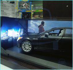Resultado de nuestra modificación, Modelo BMW M5 de la marca Maisto, escala 1:18, cambio de pintura plateada a negra, instalación de luces, cofre de lujo en madera solida RH y diorama #BMW #BMWM5 #Maisto #DieCast #SpecialEdition #Wheel #Tyre #Tire #Metal #RealCollectors #RealCollectorsCO #ZocaroCreativeStudios @zocarocs #Custom #RealRiders #painting #pintura #Wood #Cofre #Luxury #Gif #chest #CofreMadera