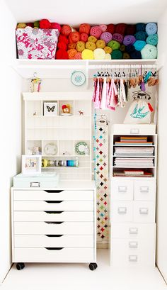 Craft Organization Shelves - Craft Room Storage Organization Ideas On a Budget 39 Craft Room Storage, Craft Organization, Closet Organization, Fabric Storage, Yarn Storage, Closet Storage, Organizing Ideas, Ikea Storage, Space Crafts