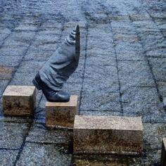 Paris Art Web - Sculpture - Hirotoshi Ito - On the Move Concrete Sculpture, Sculpture Art, Stone Sculptures, Art Parisien, Art Pierre, Art Web, Paris Art, True Art, Japanese Artists