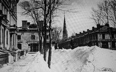 Montreal, about 1870. Beaver Hall Square> South.    McCord Museum Archives / A.Henderson.  Here you could see from the residence of William Dow looking south.  On the left we recognize the facades of Tamworth Place which closed the Beaver Hall Square in the East. Before us, Dorchester Street long before it expanded into a boulevard and then change its name and become Blvd. René Lévesque. Beautiful homes lined the street. Perspective, the Beaver Hall Hill, which leads to Victoria Square.
