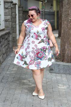 vestido-branco-com-estampa-floral-miss-taylor.jpg (870×1305)