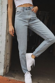 Jane Light Wash Jeans - I want to have ore mom jeans – I did just order an asos pair with mom but I want more! Source by marilausj - Mode Outfits, Jean Outfits, Casual Outfits, Summer Outfits, Fashion Outfits, Outfits With Mom Jeans, Mom Jeans Outfit Summer, Summer Pants, Womens Fashion