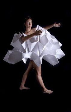 Super Origami Fashion Fabric Manipulation Runway Ideas fashion details Super Origami Fashion Fabric Manipulation Runway Ideas Source by meadsnicolaza dresses fashion Origami Fashion, Paper Fashion, Fashion Fabric, Fashion Art, Fashion Design, Moda Origami, Yin Yang, Textile Manipulation, Origami Dress