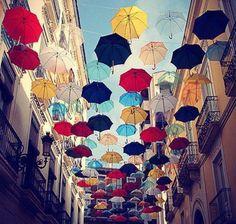 Street Art at its best - Alicante,Spain. Foto by Dennis Werkes via StreetArt in Germany. Umbrella Street, Umbrella Art, Vintage Umbrella, Umbrella Cover, Yellow Umbrella, Market Umbrella, What's My Favorite Color, Ingo Maurer, Colorful Umbrellas