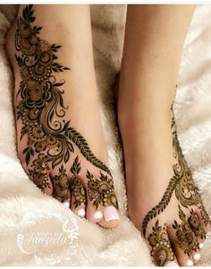 Wedding Henna Designs, Pretty Henna Designs, Modern Henna Designs, Engagement Mehndi Designs, Floral Henna Designs, Arabic Henna Designs, Mehndi Designs Feet, Legs Mehndi Design, Full Hand Mehndi Designs