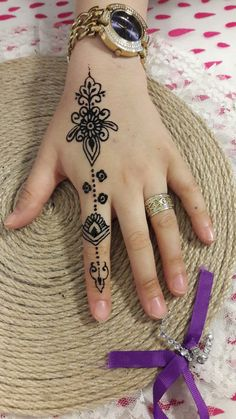 Explore latest Mehndi Designs images in 2019 on Happy Shappy. Mehendi design is also known as the heena design or henna patterns worldwide. We are here with the best mehndi designs images from worldwide. Henna Tattoo Hand, Henna Tattoo Designs, Henna Tattoos, Henna Designs Back, Tattoos Motive, Leg Henna, Bridal Henna Designs, Best Mehndi Designs, Mehndi Designs For Hands