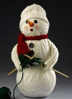 Cómo convertir un viejo suéter en un muñeco de nieve.