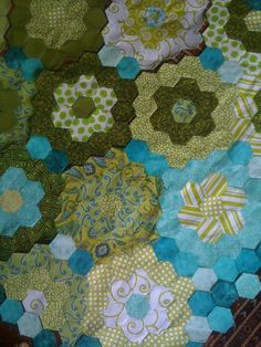 - hexagon baby quilt
