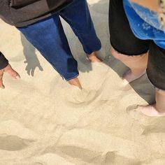 Les pieds au chaud dans la plage d'Ostende #vacances #holidays #Belgium #Belgique #Ostende #Oostende #AvecMaMémé