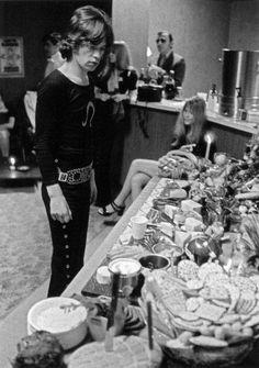 Mick Jagger, backstage buffet