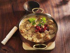 Hirschragout mit Preiselbeeren ist ein Rezept mit frischen Zutaten aus der Kategorie Hirsch. Probieren Sie dieses und weitere Rezepte von EAT SMARTER!