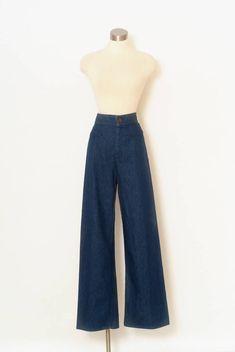 5d0942a6c393 Vintage Levis Denim Jeans Bell Bottoms   Vintage Levis   High Waist   70s  Levis   70s Jeans   denim   valentine s gift   Vintage jeans 1970s