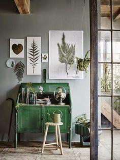 Sfumature del verde - Mobili e quadri nelle tonalità del verde per arredare casa in stile botanico.