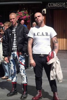 Skinhead Men, Skinhead Boots, Skinhead Fashion, Skinhead Style, Mens Fashion, Dr. Martens, Ska Punk, Skin Head, Bald Men
