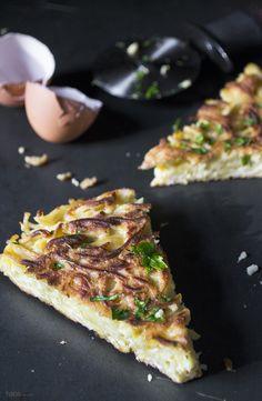 Got Left Spaghetti?  Make Spaghetti Pizza!  http://hapanom.com/spaghetti-pizza/