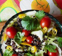 Quinoa Raz!: Prosta sałatka z czarną quinoą, świeżą kolendrą i ostrą papryczką