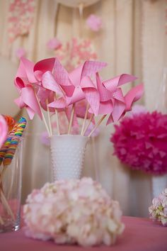 I like the idea of pink pinwheels in mason jars that are not painted but filled with pink easter basket grass. Would be great for the kids that attend the baby sprinkle. Mason Jar Flowers, Mason Jars, Pink Parties, Birthday Parties, Wedding Favour Jars, Pin Wheels, Outdoor Decorations, Wedding Signage, Baby Sprinkle