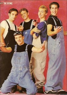 Overalls - a big hit in and the most famous boy band N'sync. I love overalls when it come back this year but not the same feeling in this photo 's overall. Anyway, i think women will be better in this trend than men, because men are like boys Fashion Guys, 90s Fashion, Fashion Trends, John Stamos, 90s Childhood, Childhood Memories, Outfit Jeans, Tio Jesse, Hiphop
