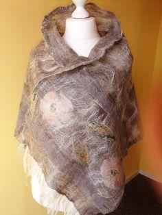Nuno feutrée châle  écharpe foularde gris cobweb en par Tutenafelt, €40.00