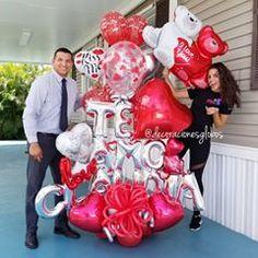 Este maravilloso esposo cumple 5 años de Casados. Felicidades de parte de todo el equipo de @decoracionesglobos  Super detallista 🤩 Muchas Bendiciones 💜 y Gracias por preferirnos . . Diseño exclusivo de @by_nieves creadoras de @decoracionesglobos  MIAMI 📲(786)779.75.23 CARACAS 📲 (0424)2697110 SOLO WHATSAPP . . . DecoracionesGlobos 🎈Somos Alegría🎈 #balloondecor #balloonparty #balloonart  #balloons  #globos #arreglodeglobos #balloondecorations  #decoracionesconglobos #decoracionesglobos Valentines Balloons, Birthday Balloons, Birthday Parties, Valentine Bouquet, Bear Party, Balloon Bouquet, Party Shop, Balloon Decorations, 4th Of July Wreath