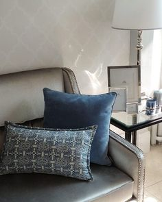 Mialiving blue linen and velvet pillows #MIALIVING #pillows Photo was taken in @华华 GREY New York Style Interiors Warsaw