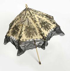 Ombrelle marquise en dentelle noir de Chantilly de Bayeux, appliquée sur