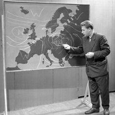 Czesław Nowicki był pierwszym pogodynkiem w Polsce. Wyrzucono go z dnia na dzień. Za co? Where The Heart Is, Poland, Retro Vintage, Painting, Historia, Memories, Nostalgia, Poster, Painting Art