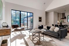 Love the giant glass doors they used in this house on Brackenridge St.