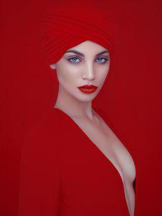 David Benoliel es un fotógrafo de moda parisino que actualmente vive en Nueva York y Miami, Estados Unidos.