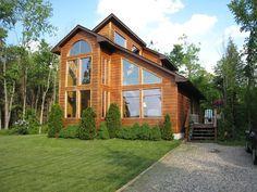 casa de campo con amplios ventanales