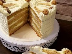 Torten Vanilla Cake, Desserts, Sweets, Cakes, Baking, Crochet, Food, Cream, Vanilla Cream