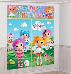 Create a magical birthday setting with this Lalaloopsy Scene Setter! The scene setter includes 2 small posters, 2 large posters and 1 Happy Birthday banner.Lalaloopsy Scene Setter includes (2) Small p