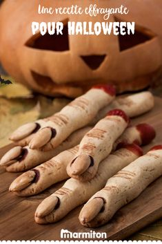Looking for easy finger food ideas? These witch finger cookies will be perfect for your spooky celebration. Dessert Halloween, Halloween Cakes, Halloween Kids, Halloween Treats, Halloween 2020, Witch Finger Cookie Recipe, Witch Finger Cookies, Biscuits Halloween, Haloween Party