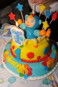 A 1st birthday cake featuring our favorite little blue fellow, Peekaboo! www.babyfirsttv.com